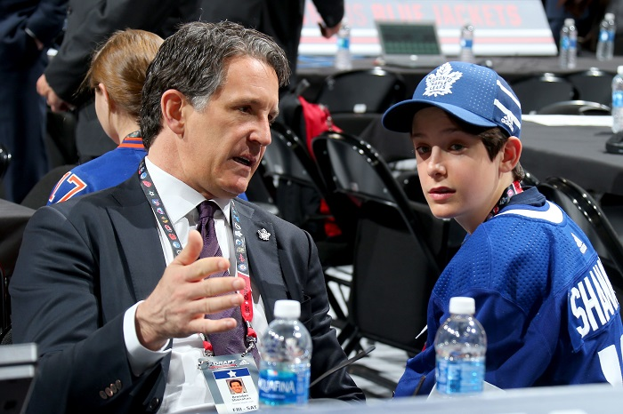 Shanahan and Dubas discuss tactics.